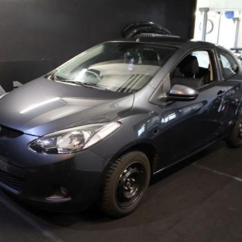 Fahrzeugverklebung Mazda 2 Vorbereitung