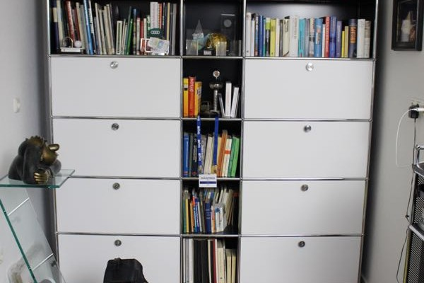 USM Haller Möbelfolierung Wandregal nacher